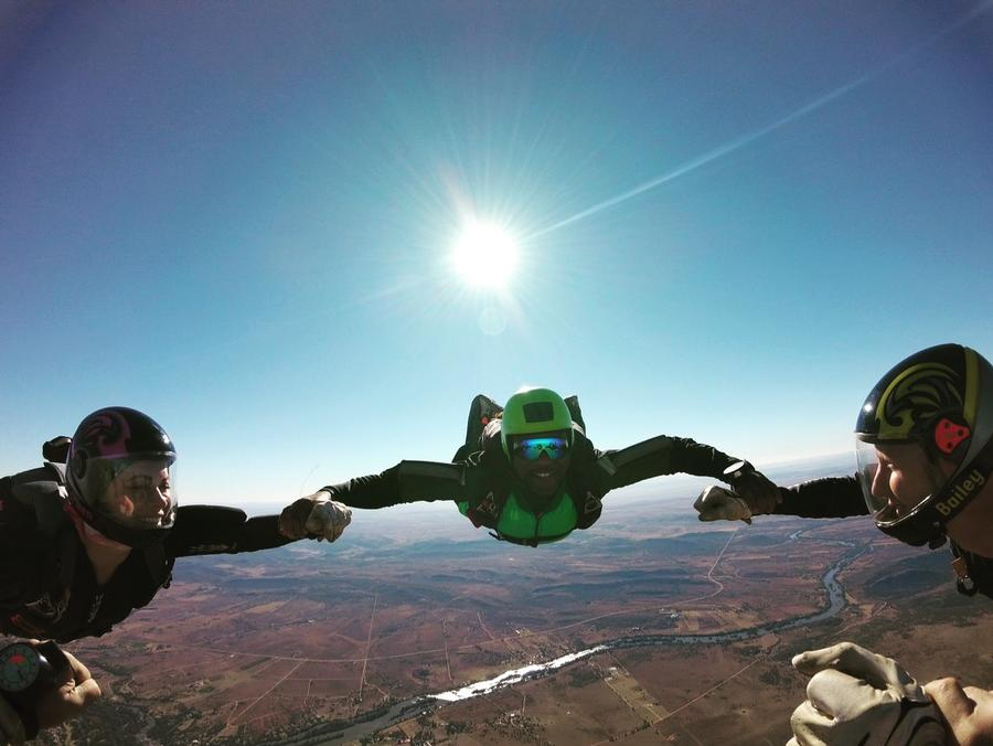 How to become a qualified skydiver